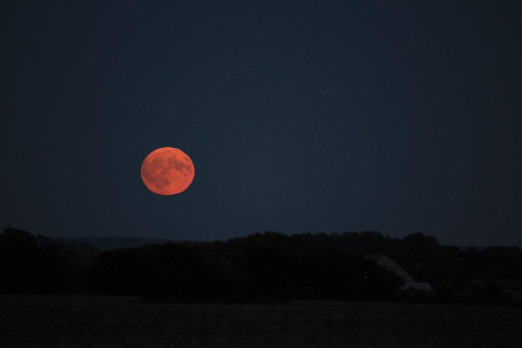 Lune le 15 octobre 2016