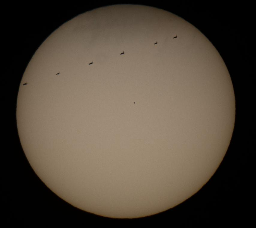 Transit de Mercure devant le soleil avec passage d'avion par Bryan le 11 novembre 2019.